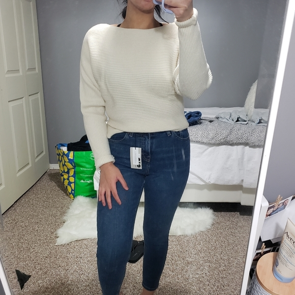 3/$20 ARITZIA Wilfred Boxy Cropped Sweater